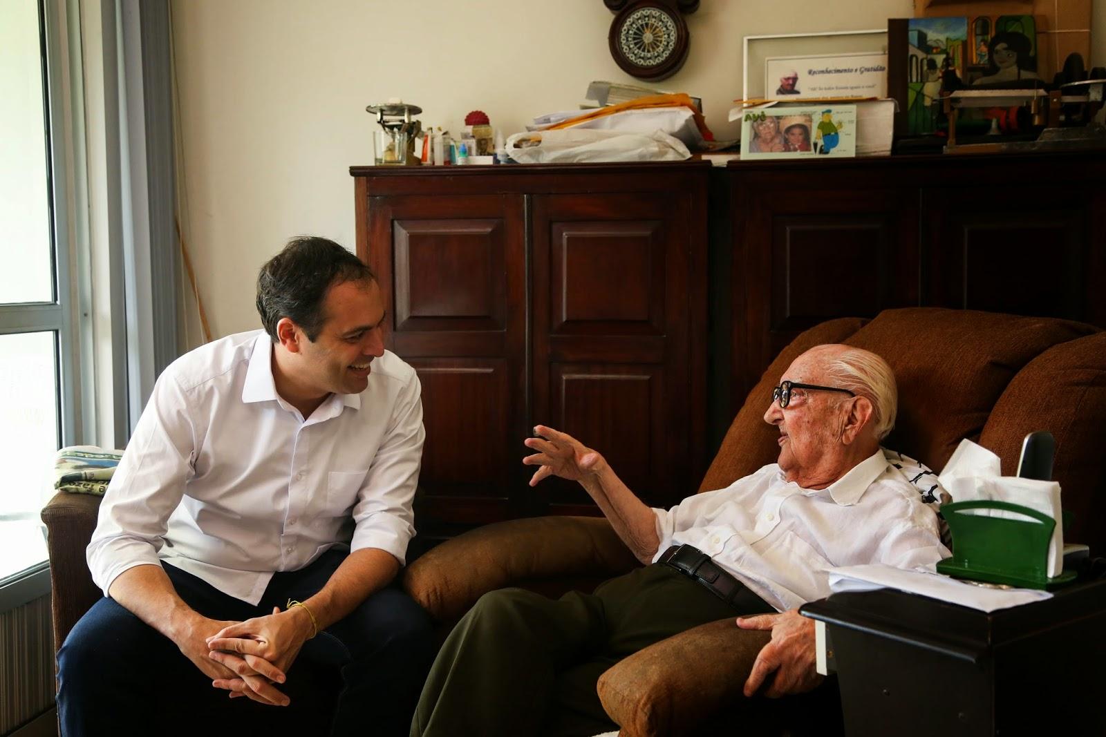 Paulo vai a Liberato Costa Júnior conversar sobre política e debater o Recife