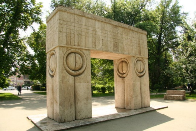 Constantin Brancusi, The Kiss Gate