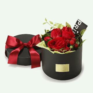 赤いバラと実のBOXアレンジメント