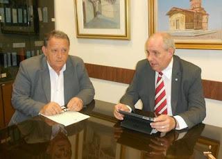 Τον Δήμαρχο Καστοριάς επισκέφθηκε ο Υφυπουργός Επικρατεία Τέρενς Κουΐκ (φωτο)