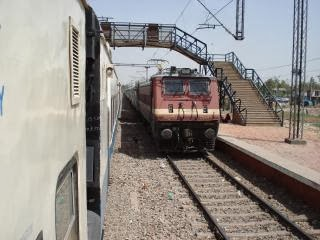 Bhopal to varanasi trains