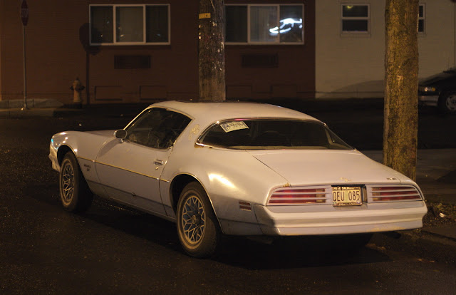 1977 Pontiac Firebird Esprit.