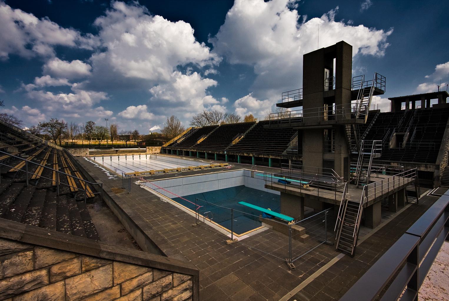 http://2.bp.blogspot.com/-ScMEzJZtTX8/TeI1TQ5vv9I/AAAAAAAAEdQ/tEf4GG0elgU/s1600/Berlin_Olympic_swimming_venue.jpg