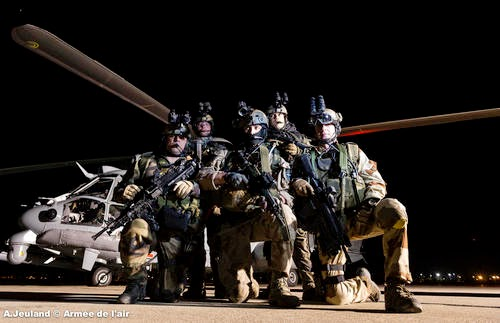 """VÍDEO: H-225M Caracal operando com """"Commandos Parachutiste de l'air"""""""