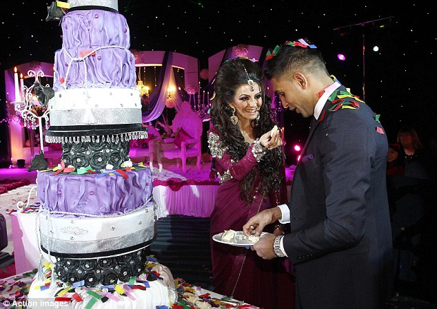 Celebrity Weddings ~ Engaged ... Amir Khan and Faryal Makhdoon - Asian ...