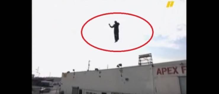 بالفيديو .. تعرف كيف يتم تنفيذ خدعه طيران الساحر فى الهواء