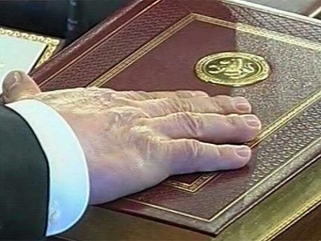 Действующий руководитель Татарстана, вступая на должность, присягал на Конституции как «президент Республики Татарстан». Почему же теперь мы должны от этого отказываться?