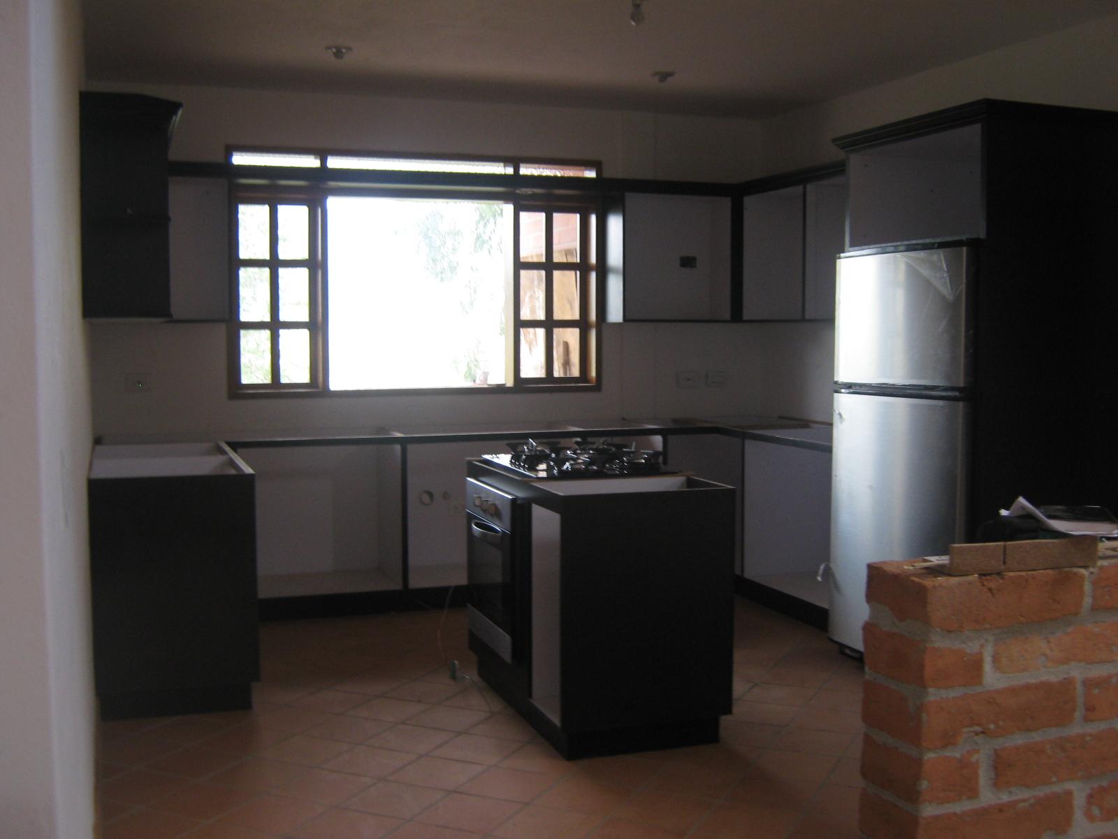 Puertas y cocinas medellin proyecto cocina integral for Puertas cocina integral