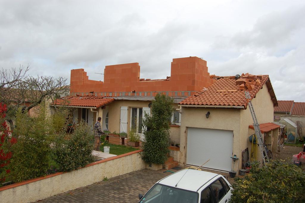 Agrandissement d 39 une maison par le haut 9 me jour for Agrandissement maison par le haut