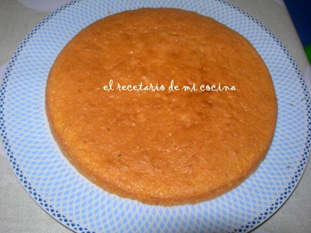 bizcocho de naranja relleno de crema de queso