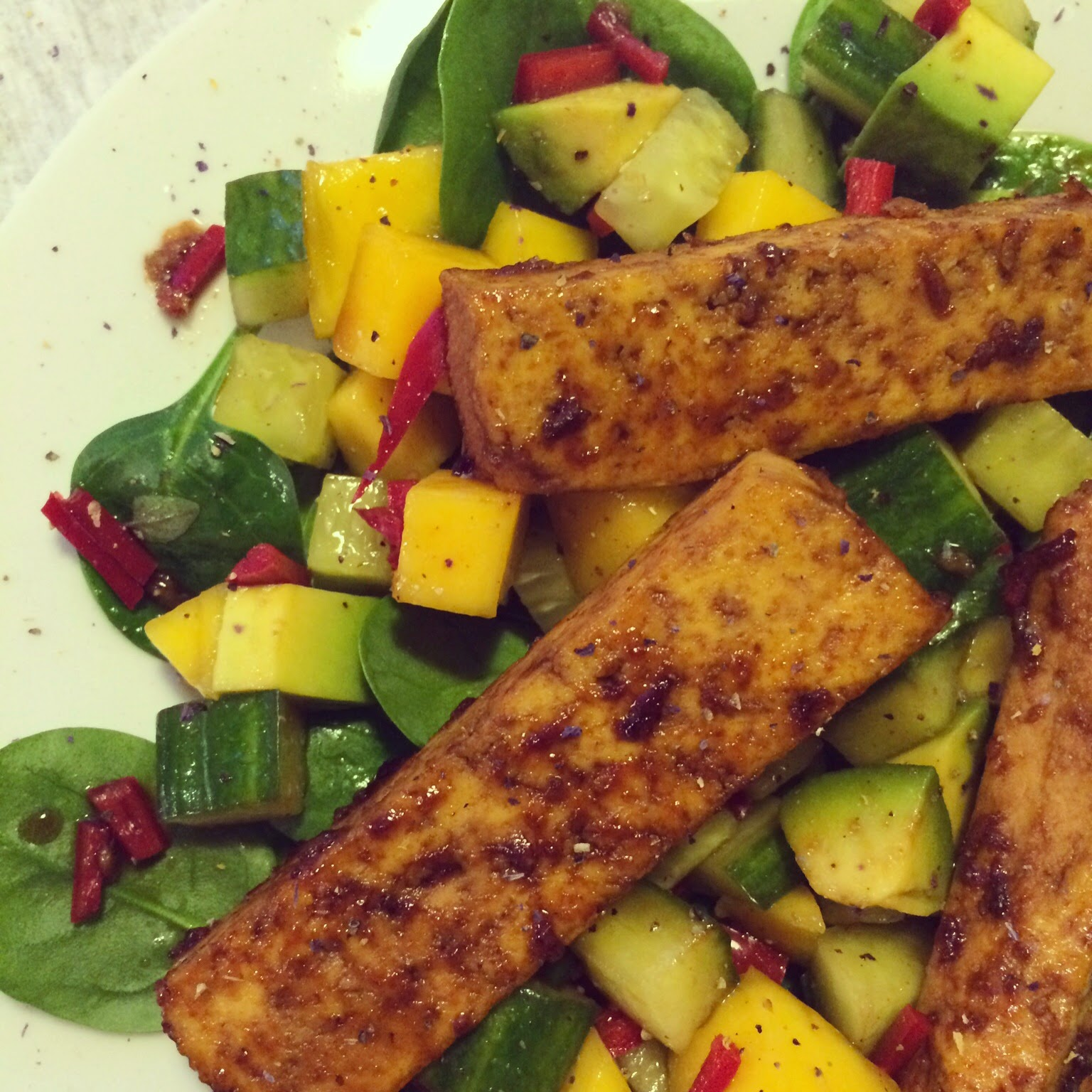 salade épinards tofu avocat mangue