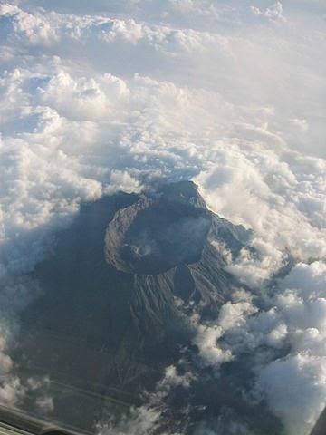 DipoTrijoyo-Nu5antaraBlogspotcom-Gambar-Lima+Gunung+Tertinggi+Di+Pulau+Jawa-Wikipedia-Raung.jpg
