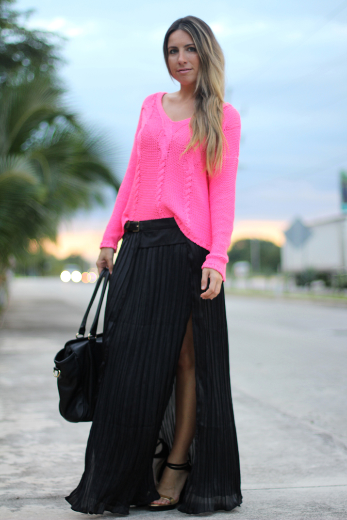 Sexy skirt fashion blogger