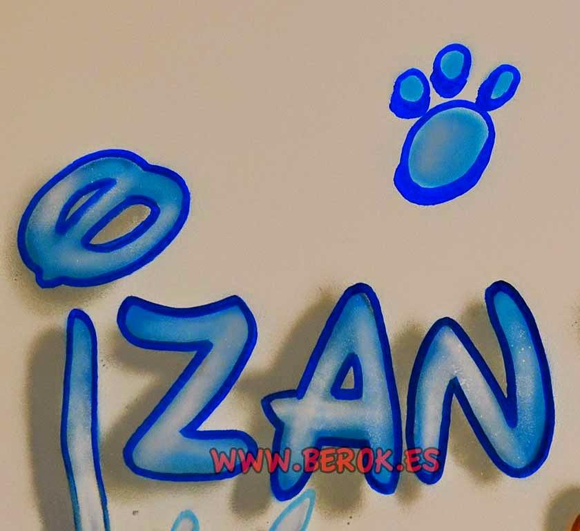 Graffiti con el nombre de Izan