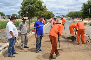Prefeito Arquimedes Machado acompanhou a Operação Tapa Buraco na rodovia PE-263, que liga o trevo do Ambó/Itapetim ao distrito de São Vicente.