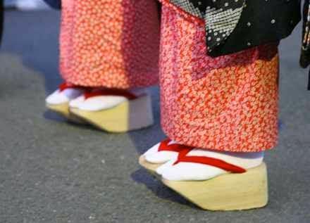 10 Sepatu paling unik di dunia