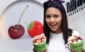 Gambar Ainul Aishah Promosi Perniagaannya Tutti Frutti