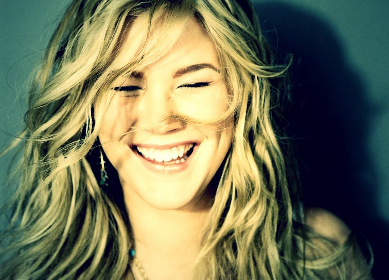 merupakan luapan emosi nyata yang biasa dilakukan oleh orang ketika melihat atau menden Manfaat Tertawa Untuk Kesehatan