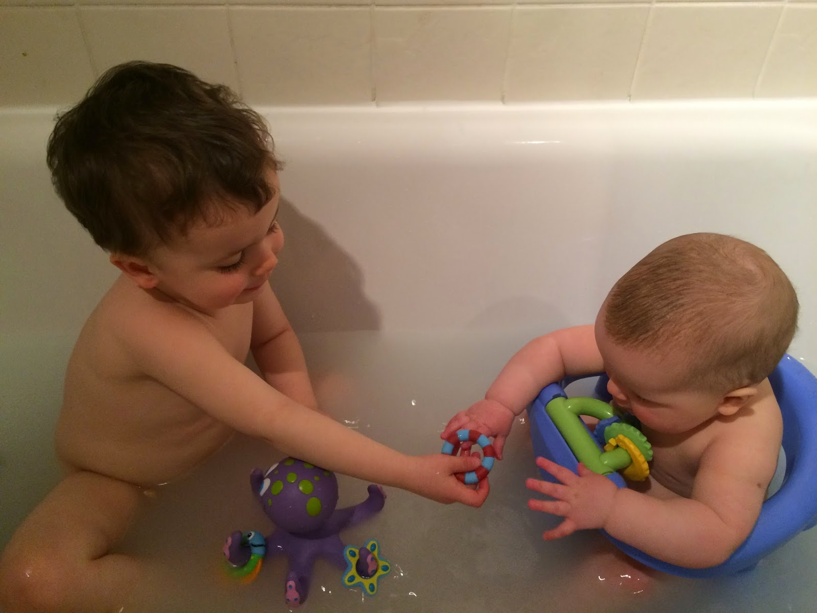 Mum first, doctor second: Nuby bath toys - review
