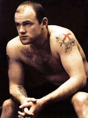 WAYNE ROONEY SHIRTLESS PICTURE