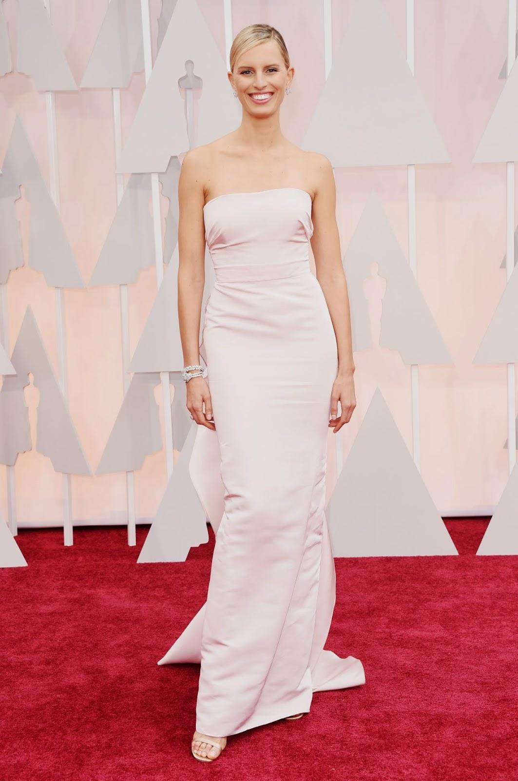 Karolina Kurkova flaunts a Marchesa dress at the 2015 Oscars in Hollywood