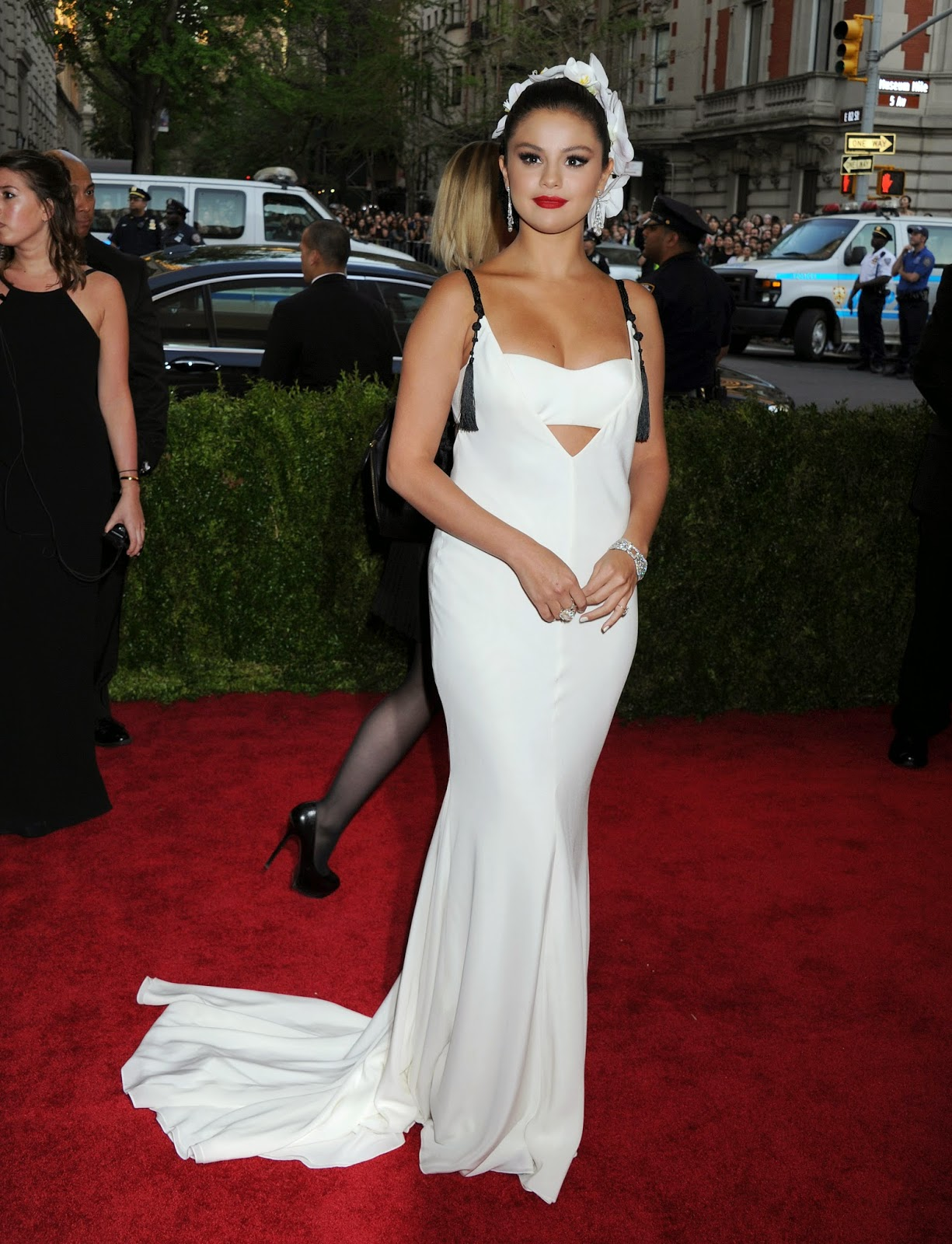 Selena Gomez is seductive in Vera Wang at the 2015 Met Gala in New York