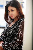 Komal Jha Glamorous Portfolio Stills-thumbnail-5