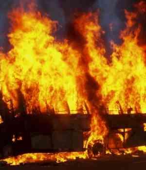16 personas en la India tras incendirse el autobús en el que viajaban