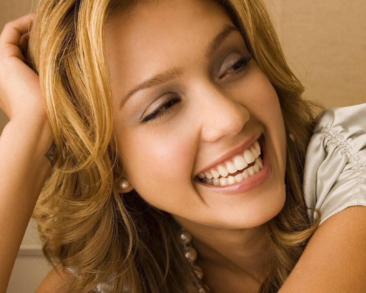 http://2.bp.blogspot.com/-Sg1xMrEk0KM/TjPq87_dyTI/AAAAAAAAAR0/D7fBZO6XB8I/s1600/Jessica+Alba+wallpapers-1.jpg