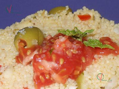 Primer plano del Tabule con caviar de tomate y flor de sal.