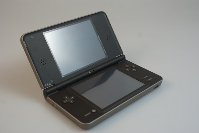 NDSiLL(Nintendo Dual Screen i LL)