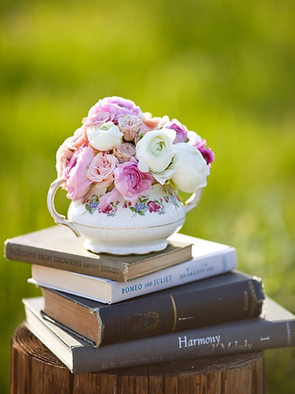 Book and flower centerpiece 2bpblogspotcom
