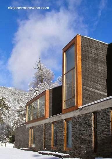 Perspectiva de un sector de casa de campo contemporánea en Chile