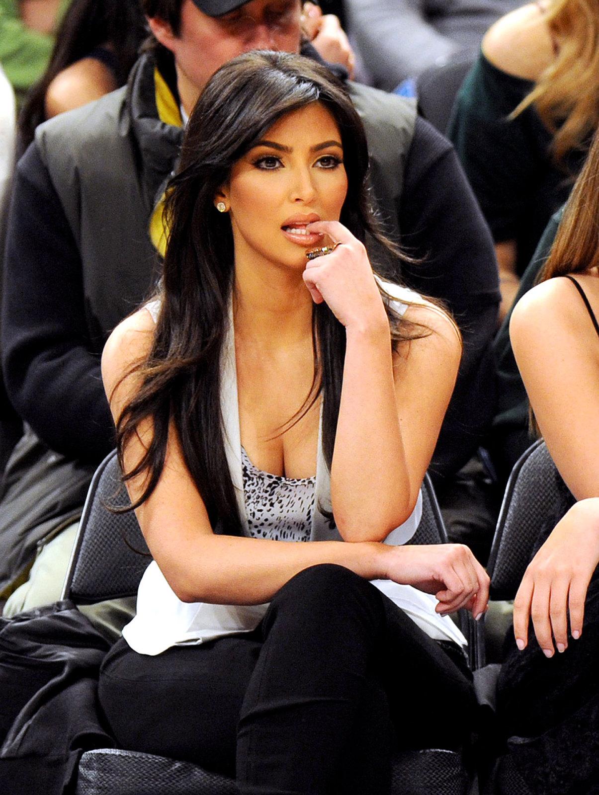 http://2.bp.blogspot.com/-SgYtC_wkfGY/T2jwDJEdM8I/AAAAAAAAAE8/5Jbud2-jqmI/s1600/kim-kardashian---.jpg