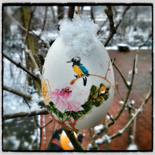 Osterei im Schnee