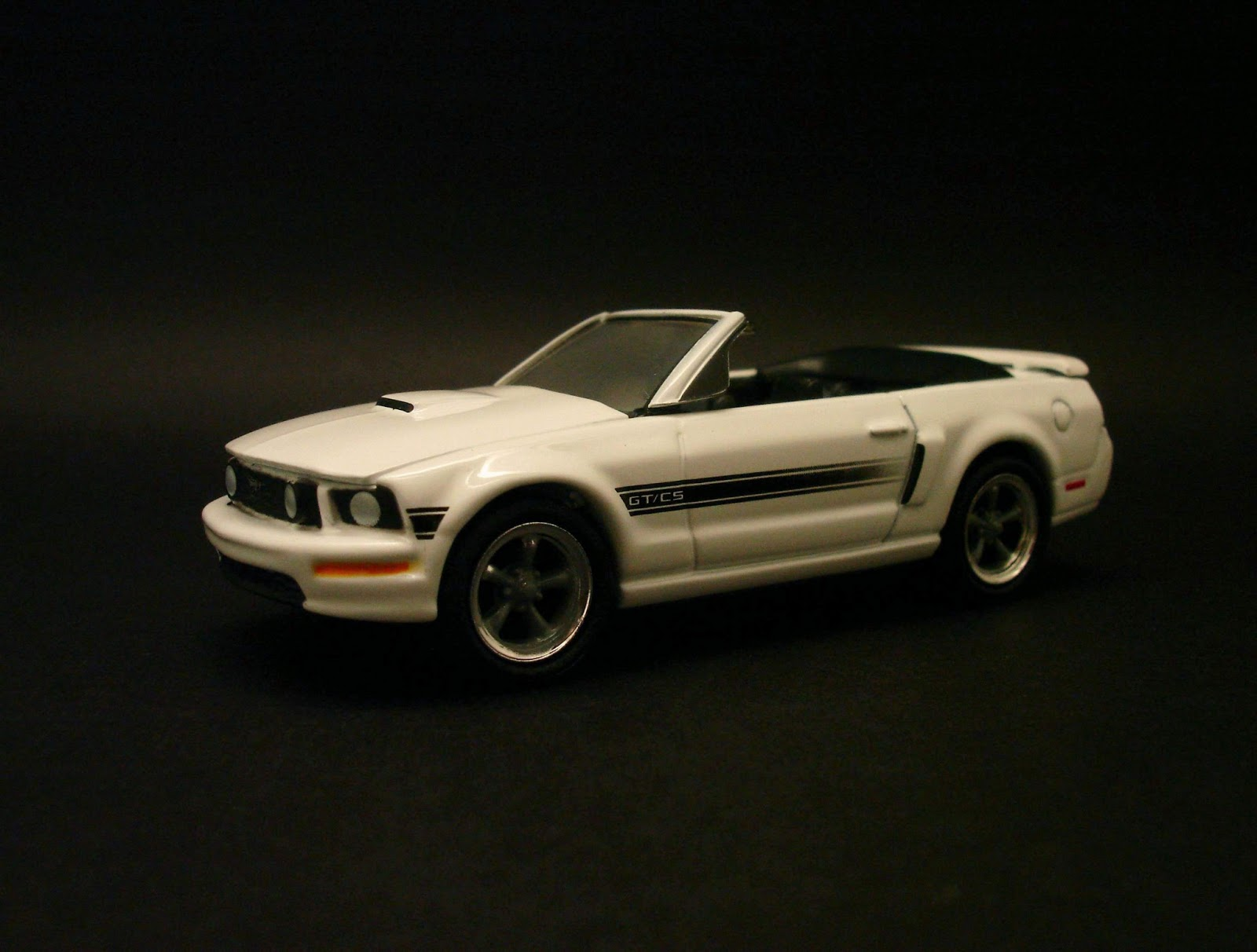 Diecast Hobbist 2007 Ford Mustang Gt California Special 164 Scale From Greenlight Muscle Car Garage Stock N Custom Series 3