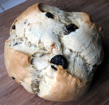 Irish soda bread with dried cherries
