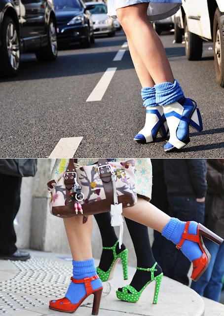 >Combinação perfeita meia + sandália!