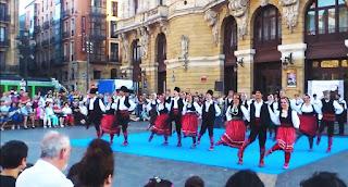 paisaje humano, danzas serbias, teatro Arriaga, espectáculos callejeros,
