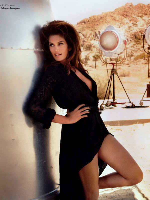 Cindy Crawford fwearing a black dress