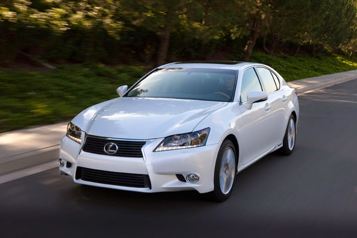 Front 3/4 view of 2014 Lexus GS450h