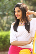 Adah Sharma glamorous photos-thumbnail-13