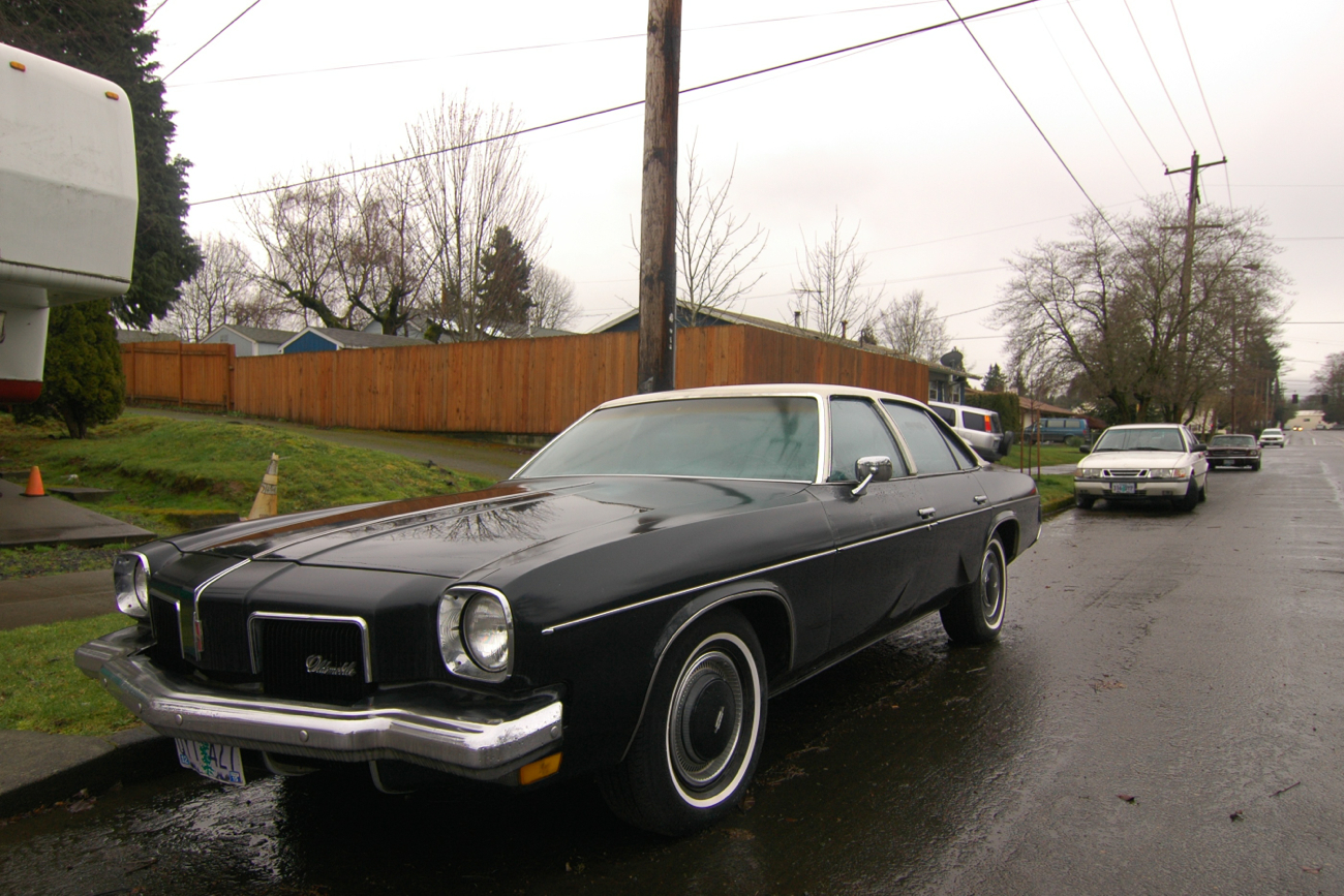 Old parked cars 1973 oldsmobile cutlass colonnade salon for 1973 oldsmobile cutlass salon