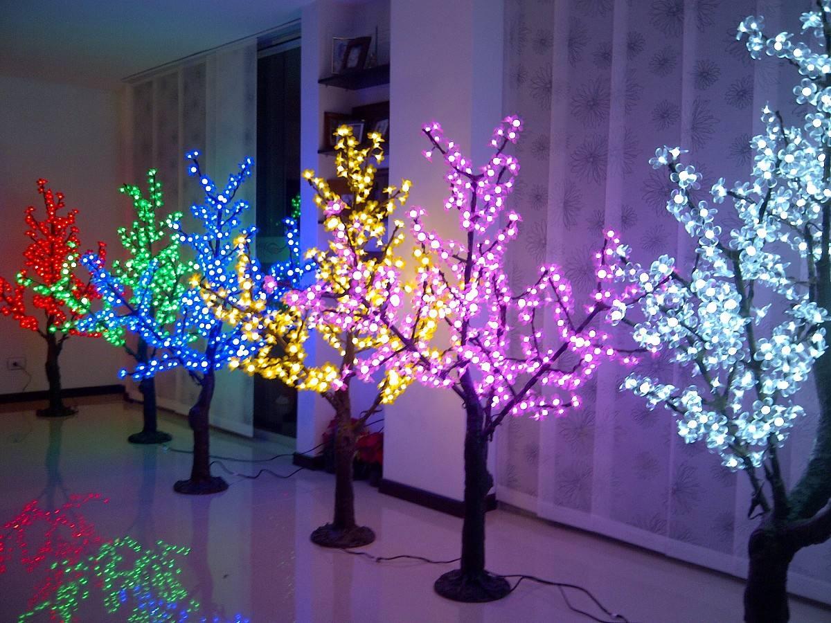 La caraba en bicicleta entrando en ambiente - Arbol de navidad hecho de luces ...