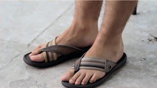 Thiago Lacerda usando chinelo Cartago Grendene pés masculinos