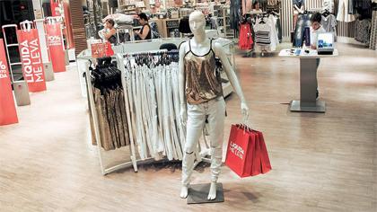 6b46434b8586d Na década de 1940, novas lojas foram inauguradas nos bairros da capital  paulista. Para atrair os clientes, as lojas colocavam em suas fachadas o  boneco ...