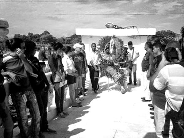 Consejo Martiano  deposita Ofrenda floral ante Obelisco a José Martí (20 de mayo de 2016)