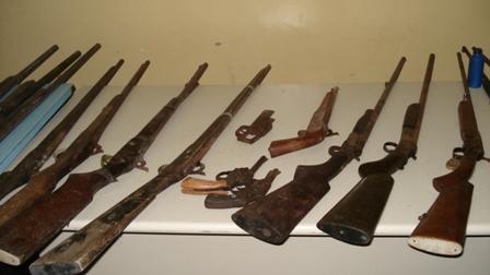 Pol cia desativa oficina de fabrica o e manuten o de for Oficina armas