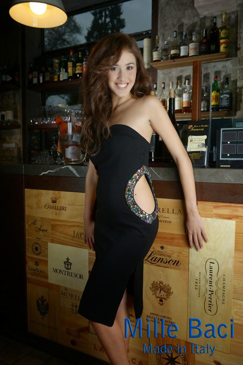 Il modello augusta semplice e raffinato elegante e femminile adatto ad ogni donna grazie alla cura dei dettagli e alla perfetta vestibilit