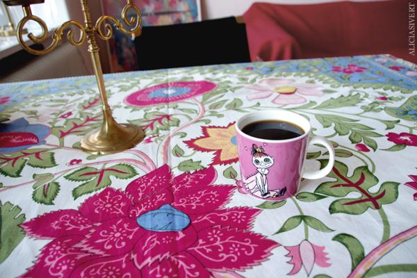 aliciasivert, alicia sivertsson, muminmugg, mymlan, mumin, mugg, kopp, duk, blommor, vår, kaffe, trekaffe, coffee, cup, moomin, mymble